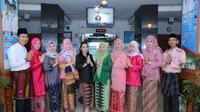 Bebaso Palembang diharapkan Budayawan Ali Hanafiah, diterapan seperti penggunaan Pakaian Adat Palembang sebagai baju dinas PNS Pemkot Palembang (Liputan6.com / Nefri Inge)