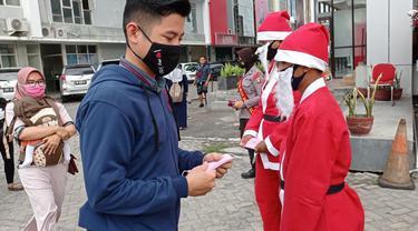 Puluhan Santa Claus Bagikan Masker di Gorontalo Perangi Covid-19 Foto: Ist (Arfandi Ibrahim/Liputan6.com)
