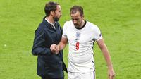 Pelatih Inggris, Gareth Southgate, mengganti Harry Kane pada laga Euro 2020 di Stadion Wembley, Jumat (18/6/2021). (Facundo Arrizabalaga/Pool via AP)