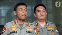 Kapolri Jenderal Idham Azis (kiri) didampingi Kadiv Humas Polri Irjen M Iqbal (kanan) meninggalkan Gedung KPK usai menggelar pertemuan tertutup, Jakarta, Senin (4/11/2019). Pertemuan membahas sinkronisasi antara Kepolisian dengan KPK. (merdeka.com/Dwi Narwoko)