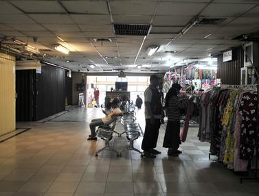 Sepi Pasar Jatinegara Akibat COVID-19