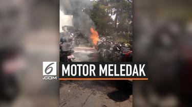 Sebuah sepeda motor terbakar dan meledak di parkiran Kementerian Luar Negeri (Kemlu), Rabu (7/8/2019) siang.