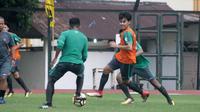 Pemain Timnas Indonesia U-19, M. Lutfi Kamal Baharsyah, dalam pemusatan latihan di Yogyakarta. (Bola.com/Ronald Seger Prabowo)