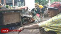 Mbah Badri, korban banjir bandang di Desa Alasmalang, Banyuwangi. (Rizki Alfian/TIMES Indonesia)