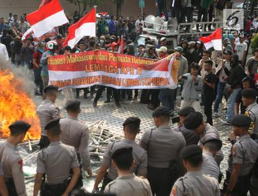 Demo di KPK Berujung Ricuh