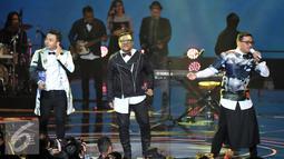 Nada cinta terus dilantunkan di atas panggung HUT 26 SCTV dengan menampilkan kolaborasi Kahitna dan Yovie & Nuno, Jakarta, Selasa (24/8). (Liputan6.com/Johan Tallo)