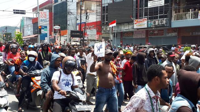 Massa Aksi di Manokwari
