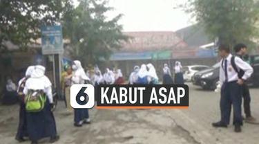Dinas Pendidikan Kota Palembang meliburkan murid sekolah hari Senin (14/10) karena kabut asap yang semakin parah. Sebagian murid yang sudah sampai di sekolah dipulangkan ke rumah.