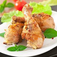 Ilustrasi daging paha ayam./Copyright shutterstock.com/g/timolina
