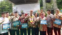 Delapan taman bumi (Geopark) pada Jumat, diberikan Komite Nasional Geopark Indonesia sertifikat Geopark Nasional 2018.
