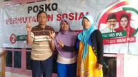 Relawan Jokowi mendirikan posko-posko dukungan untuk Gus Ipul dan Puti Guntur Soekarno di pinggiran hutan Jember. (Merdeka.com)