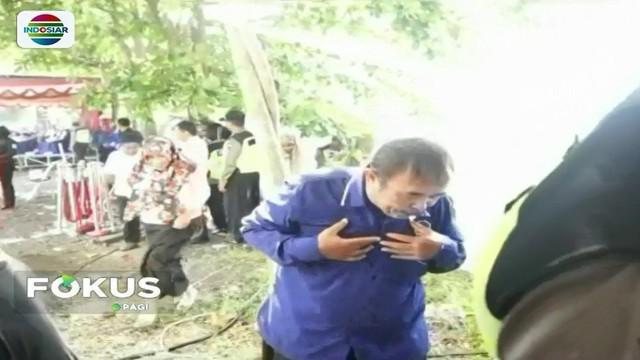 Simulasi pengamanan Pilgub Jawa Tengah yang digelar Polres Brebes diwarnai insiden. Puluhan tamu undangan berhamburan terkena gas air mata.