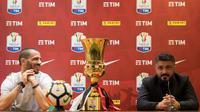 Pelatih AC Milan Gennaro Gattuso dan Leonardo Bonucci saat konferensi pers di stadion Olimpico di Roma, Italia, (8/5). I Rossoneri belum pernah menjuarai Coppa Italia sejak 2003. (AP Photo/Maurizio Brambatti)