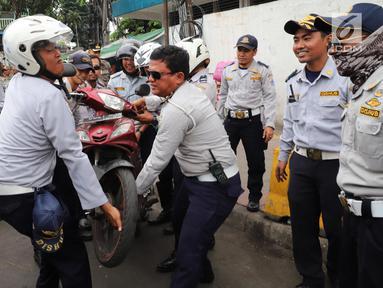 Razia Parkir Liar, Dishub Angkut Motor Pengunjung Pasar Tanah Abang