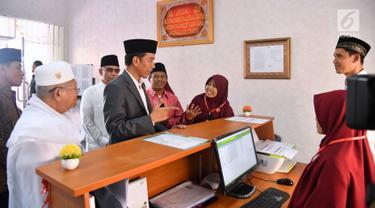 Jokowi Resmikan Bank Wakaf Mikro di Serang