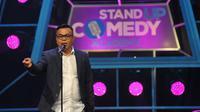 Abdel melakukan Standup Comedy, Jakarta, Senin (5/10/2015). Stand Up Comedy Academy Indosiar telah menemukan 24 comica yang akan bersaing mencari posisi pertama. (Liputan6.com/Faisal R Syam)
