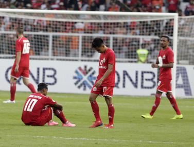 Para pemain Persija Jakarta tampak kecewa usai ditahan imbang Becamex Binh Duong pada laga Piala AFC. (Bola.com/M. Iqbal Ichsan)