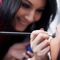 Ilustrasi makeup artis. (via: hotel.jalan2.com)