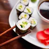 Sushi alpukat/copyright: shutterstock