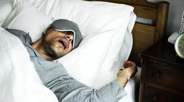 Gambar Ilustrasi Seorang Laki-Laki Mendengkur Saat Tidur