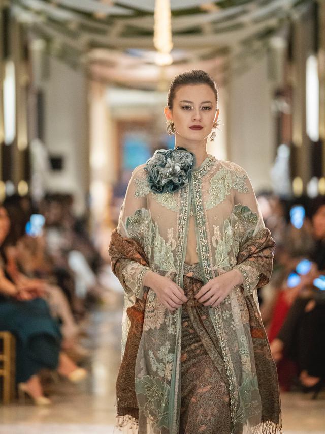 Gandeng Tenun Baron Biyan Hadirkan Koleksi Bernuansa Glamor Dengan