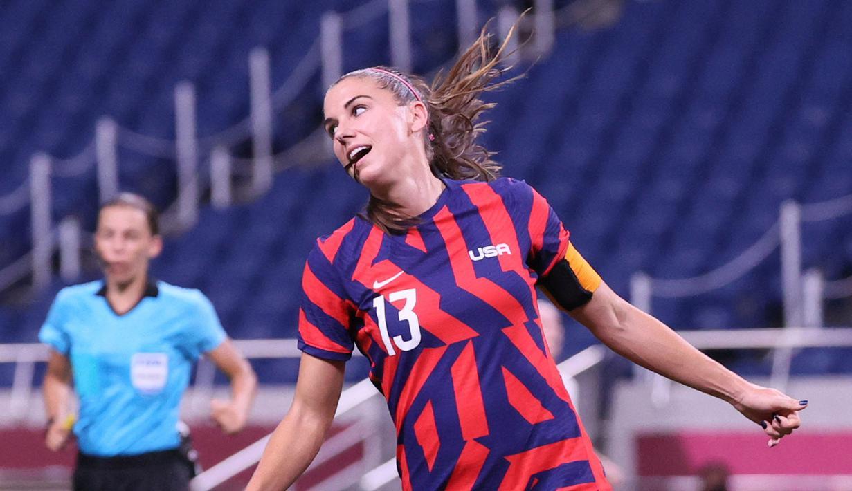 Tim sepak bola putri Amerika Serikat berhasil meraih kemenangan perdananya di Grup G setelah sebelumnya harus tunduk dihadapan Swedia. Alex Morgan dkk berhasil menang telak atas Selandia Baru dengan skor 6-1. (Foto: AFP/Ayaka Naito)
