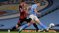 Pemain muda Manchester City, Liam Delap, ketika menjalani debutnya bersama The Citizens dalam pertandingan babak ketiga Carabao Cup menghadapi Bournemouth, Jumat (25/9/2020) dini hari WIB. Liam Delap mencetak gol pertama Manchester City yang menang 2-1 dalam laga tersebut. (AFP/Mike Egerton)