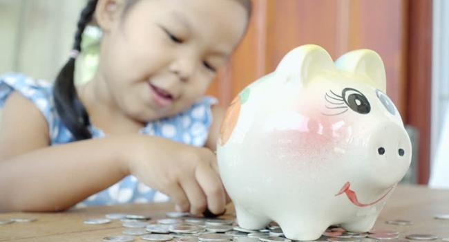 Mengenalkan literasi keuangan sejak dini./Copyright shutterstock.com