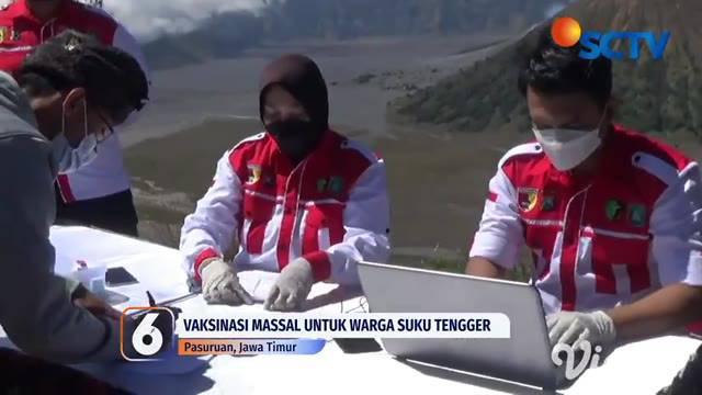 Tepat berada di obyek wisata alam Dingklik, Desa Wonokitri, Pasuruan, ratusan warga Suku Tengger dan pelaku usaha pariwisata mengikuti vaksinasi massal. Tempat vaksinasi kali ini dimanjakan dengan pemandangan indah Gunung Bromo.