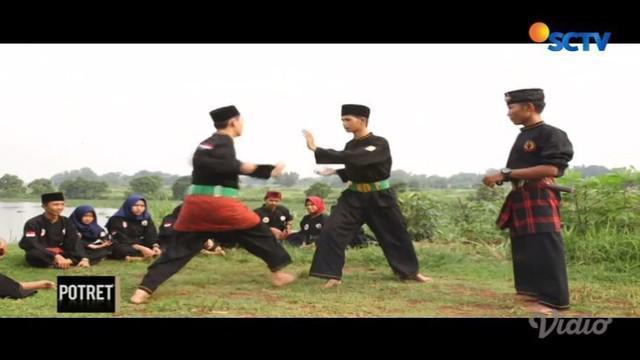 Silat menjadi tradisi yang masih tersimpan di Bekasi dan tak sekadar bela diri, tapi jati diri.