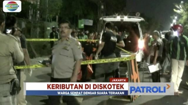 Dua kelompok pengunjung diskotek di Daan Mogot, Jakarta Barat, ribut hingga satu orang tewas dan dua lainnya terluka bacok.