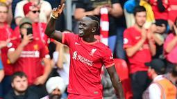 Sadio Mane. Striker berusia 29 tahun yang telah memperkuat Liverpool selama 6 musim sejak 2016/2017 ini total telah mencetak 100 gol dari 237 laga di Liga Inggris. Gol ke-100 dan yang ke-5 musim ini dicetak saat menang 5-0 atas Watford, 16 Oktober 2021. (AFP/Paul Ellis)