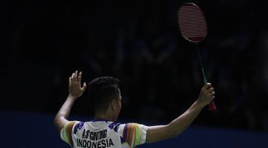 Tunggal putra Indonesia, Anthony Ginting, menang atas Lu Guang Zu pada Blibli Indonesia Open 2019 di Istora Senayan, Jakarta, Selasa (16/7). Ginting menang 20-22, 23-21 dan 21-18. (Bola.com/Vitalis Yogi Trisna)