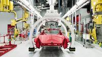 Proses perakitan Ferrari California. (designweek.co.uk)