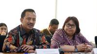 Dirut PGN Jobi Triananda Hasjim serta Direktur Gas dan EBT Pertamina Yenni Andayani memberi keterangan usai penandatanganan kerjasama Pembangunan dan Pengoperasian bersama Pipa Transmisi Gas Duri-Dumai di Jakarta, Jumat (9/6). (Liputan6.com/Angga Yuniar)