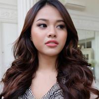 Aurelie Hermansyah rupanya sudah mahir berdandan demi menjaga popularitasnya ketika didepan awak media. (viainstagram@aurelie.hermansyah/Bintng.com)