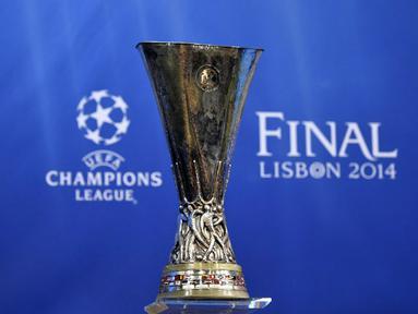 Jumat (11/04/14) UEFA menggelar undian laga semifinal Europa League (AFP PHOTO/FABRICE COFFRINI)