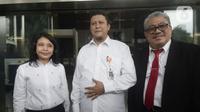 Plt Ketua DKPP Muhammad (tengah), Komisioner DKPP Idha Budhiati, dan Teguh Prasetyo usai bertemu penyidik KPK di Gedung KPK, Jakarta, Rabu (15/1/2020). Sidang etik terhadap tersangka Komisioner KPU Wahyu Setiawan akan dilaksanakan di Rumah Tahanan Cabang KPK. (merdeka.com/Dwi Narwoko)