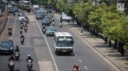 Sejumlah kendaraan melintas di Jalan HR Rasuna Said, Jakarta, Selasa (4/9). Pemprov DKI bakal menerapkan kawasan ganjil-genap selama 15 jam yang akan menjadi tempat lintas Electronic Road Princing (ERP) atau jalan berbayar. (Liputan6.com/Faizal Fanani)