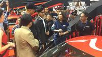 Kaesang Pangarep saat melihat Toyota GR Supra