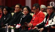 Ketua Umum PDI Perjuangan Megawati Soekarnoputri (tengah) saat menghadiri penutupan Rakernas I PDIP di Jakarta, Minggu (12/1/2020). Rakernas menghasilkan rekomendasi pembumian ideologi Pancasila, menjaga NKRI dan kebinekaan, kedaulatan wilayah serta ekonomi. (Liputan6.com/Johan Tallo)