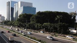 Kendaraan melintas di ruas Tol Dalam Kota, Jakarta, Kamis (30/1/2020). Terhitung mulai 1 Februari 2020, tarif Tol Dalam Kota untuk golongan I naik dari Rp 9.500 menjadi Rp 10.000 dan golongan II naik dari Rp 11.500 menjadi Rp 15.000. (Liputan6.com/Herman Zakharia)