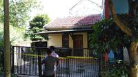 Rumah diduga pelaku pembunuhan bocah yang jasadnya ditemukan di dalam karung (Liputan6.com/Darno)