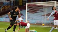 Jesse Lingard ketika mencetak gol ke gawang  Aston Villa pada laga lanjutan Liga Inggris 2020/2021, Kamis (04/02/2021) dini hari WIB. West Ham United menang 3-1 di kandang lawan. (NICK POTTS / POOL / AFP)