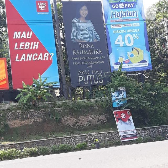 Putus Cinta Termahal Pasang Baliho Raksasa Regional Liputan6 Com