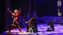 Sejumlah pemain Teater Koma mementaskan Goro-Goro: Mahabarata 2 di Graha Bhakti Budaya, Taman Ismail Marzuki, Jakarta, Rabu (24/7/2019). Lakon tersebut merupakan produksi ke 158 Teater Koma yang berlangsung hingga tanggal 4 Agustus 2019. (Liputan6.com/Fery Pradolo)