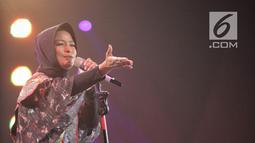 Vokalis Kotak, Tantri saat tampil dalam malam puncak Hut SCTV ke-28 di ICE BSD, Tangerang, Jumat (24/8). Tema yang diusung dalam Hut ke-28 SCTV adalah The Greatest Celebration. (Liputan6.com/Faizal Fanani)