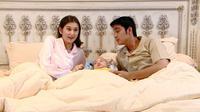 Adegan sinetron Buku Harian Seorang Istri tayang perdana, Selasa (12/1/2021) pukul 19.30 WIB dibintangi Zoe Jackson dan Cinta Brian (Dok Sinemart)