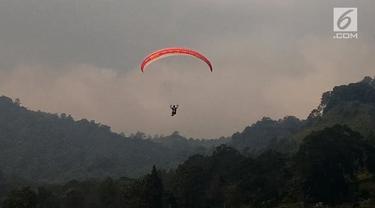 Tim paralayang putri Indonesia harus puas dengan medali perak dari nomor ketepatan mendarat setelah bertanding di Gunung Mas, Bogor.