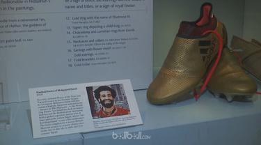 Berita video keistimewaan sepatu emas Mohamed Salah yang dipajang di museum. This video presented by BallBall.
